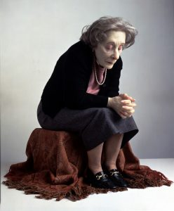 Ron Mueck, Seated Woman